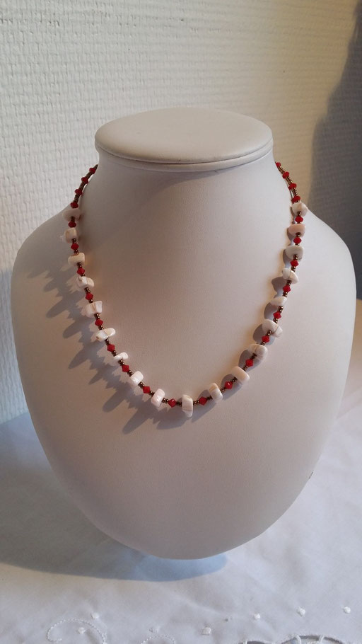 Collier en Cristal rouge et nacres de coquillages