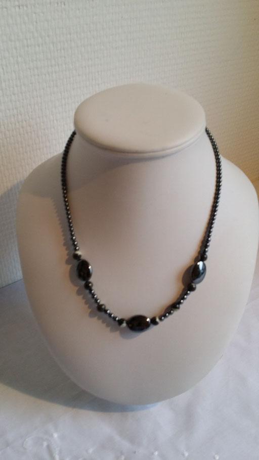 Collier en perles d' Hématites et de nacre grise