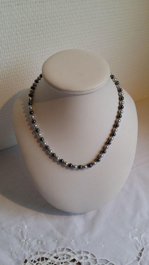 N° 3 Collier en Hématites et perles de Cristal nacrées grises