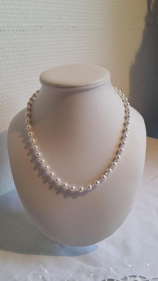 N° 10 Collier  en perles de cristal nacrées blanches et cristal blanc