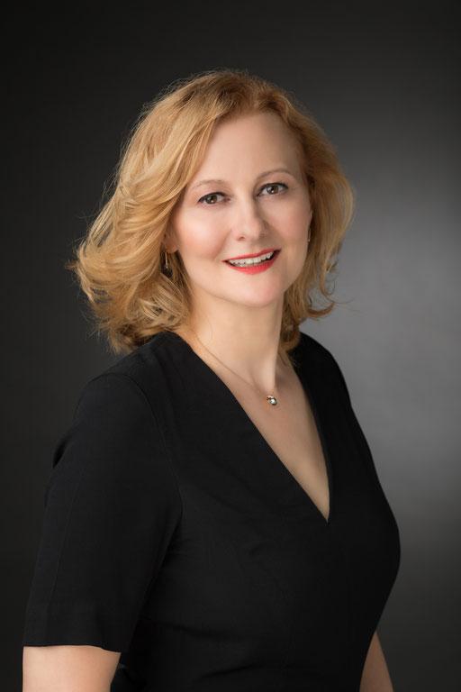 Hermine Haselböck, mezzo-soprano 2018 (by Kurt Pinter) - Portrait 1