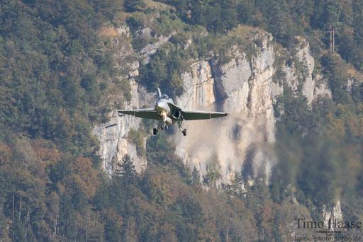 F/A-18 J-5012 landing rwy 28