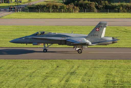 F/A-18 J-5012 von der Zuschauerterrasse