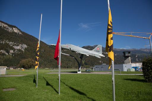 Halbmast beflaggung. Grund war der Absturz eines Militärhelikopters am Gotthard, bei dem 2 Piloten ums Leben kamen. R.I.P.