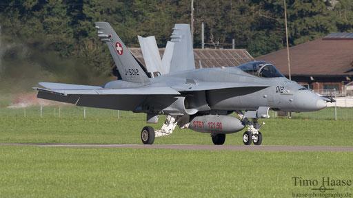 F/A-18 J-5012 landing rwy 10
