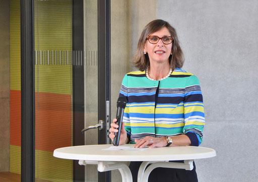 Petra Ruffing eröffnet die 84. jahresausstellung