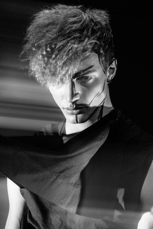 """kinetic"" for veine magazin - photography: andreas waldschuetz - styling: adia trischler - hair: patrick glatthaar - makeup: anie lamm-siu - model: benedikt angerer @wienermodels"