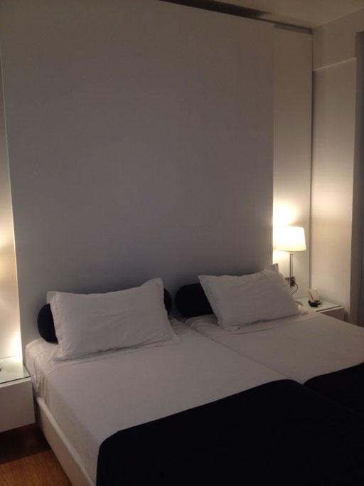 Décoration de chambres d'hôtels, aménagement d'hôtel, équipement d'hôtel, meubles pour hôtels, rénovation d'hôtel, meubles pour restaurants, meubles pour cafétérias, meubles pour hôtellerie, équipement, serrures hôtels, tables de chevet pour hôtels, hôtel