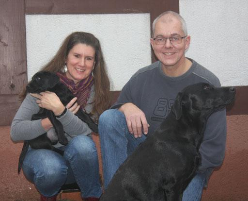 Mio zieht zu Ulrike und Wolfgang nach Lorch. Mio wird Jagdhund und darf auch Dummyarbeit machen.