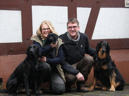 Käthe zieht zu Susanne und Sven nach Berlin. Käthe wird Dummyhund.