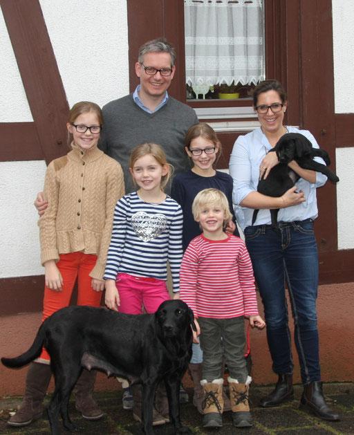 Berta zieht zu Anne und Ole nach Oberursel. Berta wird Jagdhund und darf Dummyarbeit machen.