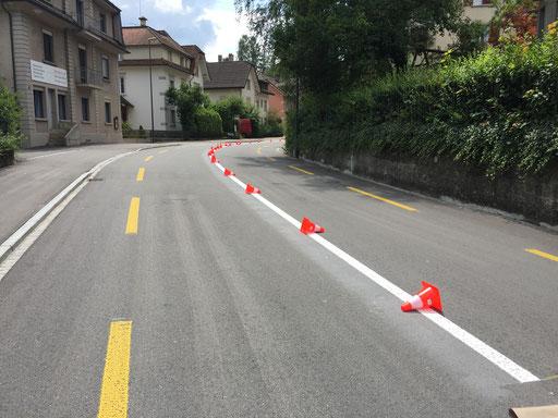 Strassenmarkierung, Mittellienie auf einer Hauptstrasse