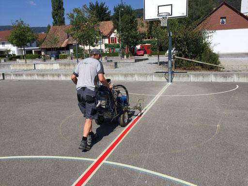 Beim Markieren eines Spielfeldes auf einem Sportplatz