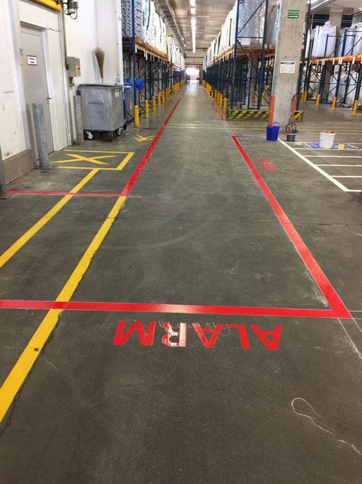 Individuelle Markierung einer Alarmzone, in einer Werkhalle