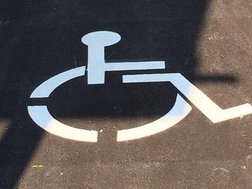 Strassenmarkierung für körperlich beeinträchtigte Menschen