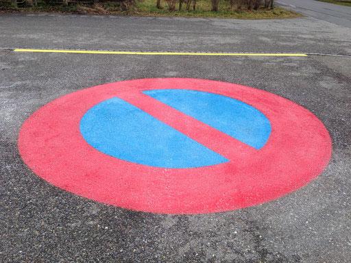 Strassenmarkierung für ein Parkverbot