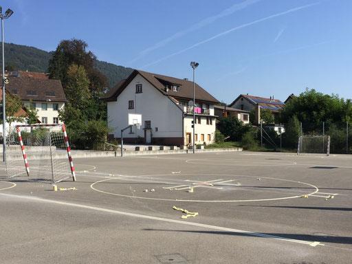 Spielfeldmarkierung auf einem Pausenplatz
