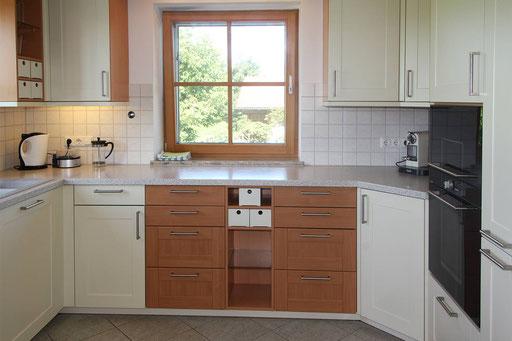 Große komplett ausgestattete Küche