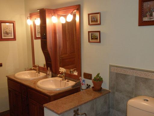 Baño grandioso de la habitación nº 2, o compartido según demanda.