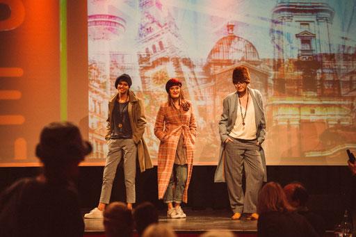Designer Anja Kaninck / Rotary Club · fashionshow · Hutshow / Wollstoff · Baske · Cap · Wintermütze · Cap · Kopfbedeckung · Pelzmütze · Strickmütze · Barett / Bargteheide