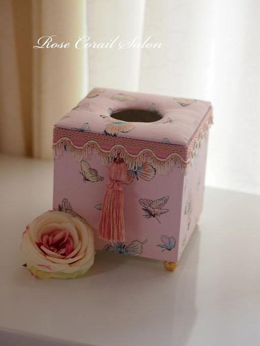 カルトナージュ:蝶柄ティッシュボックス