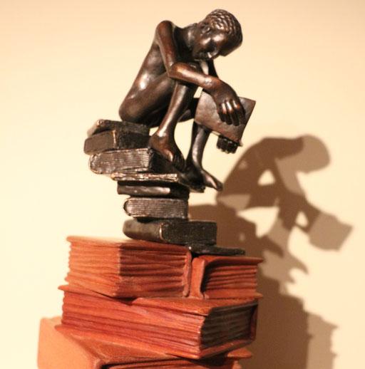 Le Lecteur, bronze et acajou, 60 cm, disponible au Québec