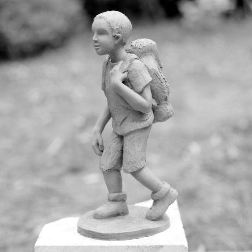 En chemin, bronze, 20 cm, disponible, Belgique, Québec.     photo : Luc Stokart
