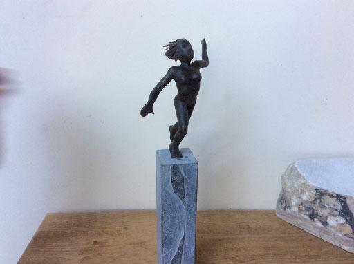 Victoire, bronze et petit granit, 30 cm, Belgique