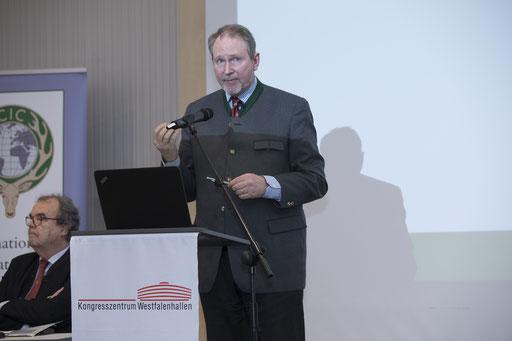 Dr. Philipp Harmer (re. im Bild)