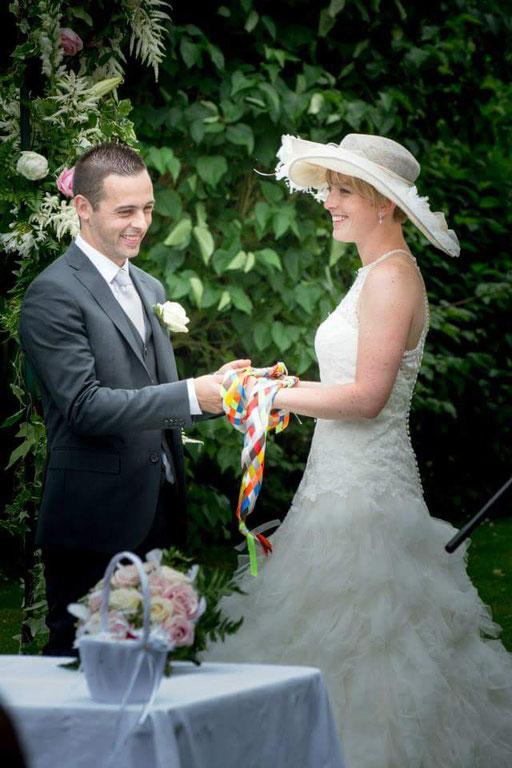 Rituel des mains liées / Cérémonie laïque de Mariage by Charlotte Vilain