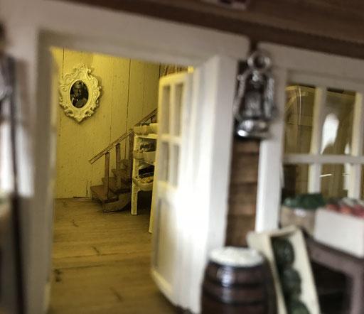 """Magasin de Loren, """"Bray's Mercantile"""" éclairé . Escalier vers l'étage"""