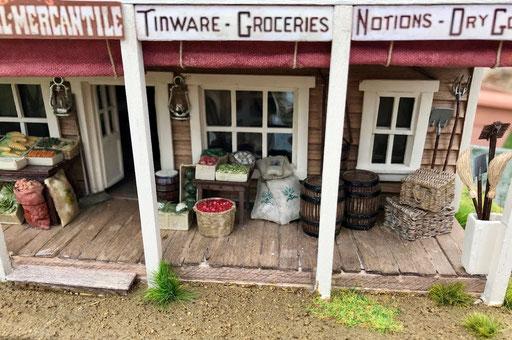 """Le magasin de Loren, """"Bray's Mercantile"""". L'étalage fruits et légumes"""