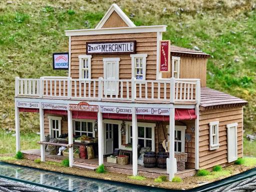 """Le magasin de Loren, """"Bray's Mercantile"""". trois quart 3"""