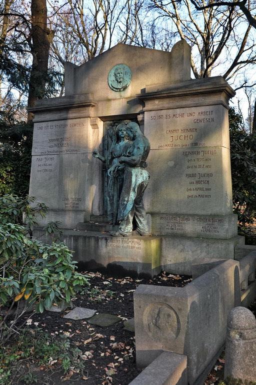 Ostfriedhof Dortmund, Grabmal Jucho, Caspar Heinrich Jucho (1843-1906) gründete 1877 die Dortmunder Brückenbau AG
