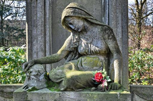 Ostfriedhof Dortmund, Grabmal Maiweg