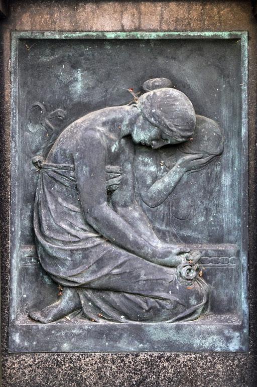 Ostfriedhof Dortmund, Grabmal Reinders - Frauenrechtlerin und Schulbegründerin