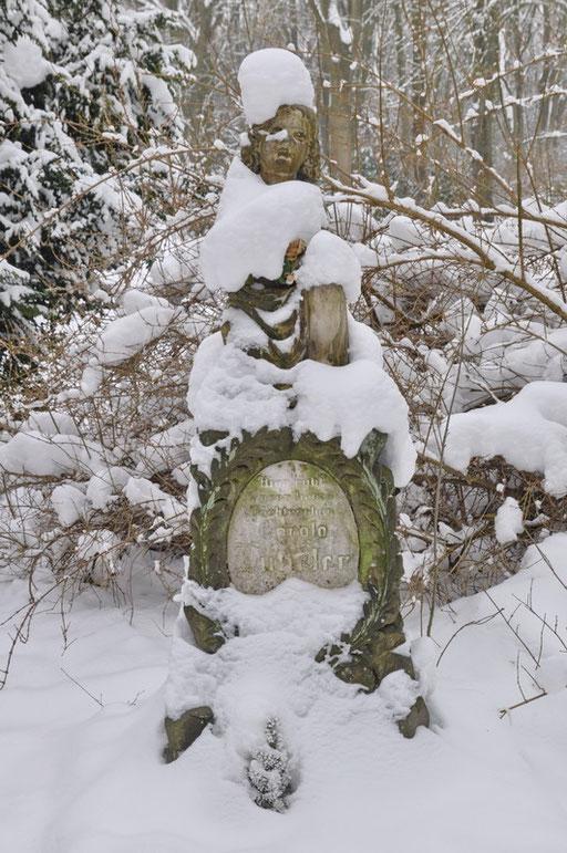 Ostfriedhof Dortmund, Kindergrabmal Lützeler