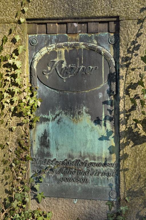 Ostfriedhof Dortmund, Grabmal August Krämer (1834-1906), Gründer der gleichnamigen Dortmunder Schnapsfabrik