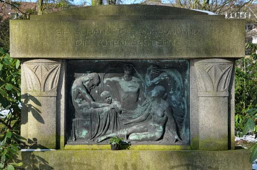 """Ostfriedhof Dortmund, """"Auferstehung"""" von Benno Elkan Grabmal Hövel"""
