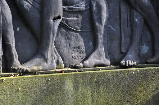 "Ostfriedhof Dortmund, ""Todesgang"" von Benno Elkan Grabmal Schulze-Vellinghausen"