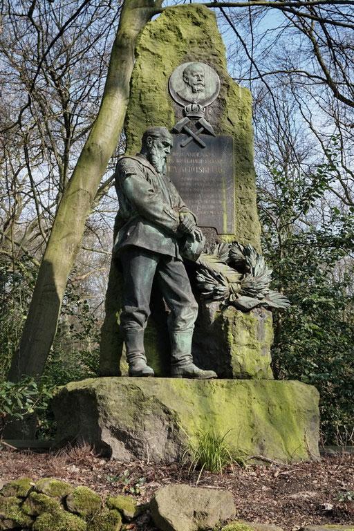 Ostfriedhof Dortmund, Grabmal Otto Taeglichsbeck (1838-1903), Direktor des Oberbergamtes in Dortmund