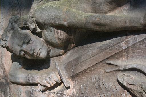 Ostfriedhof Dortmund, Grabmal Bernhard Hoetger (1874-1949), Bildhauer. Seine Urne wurde 1969 von der Schweiz nach Dortmund überführt und hier beigesetzt | April 2016