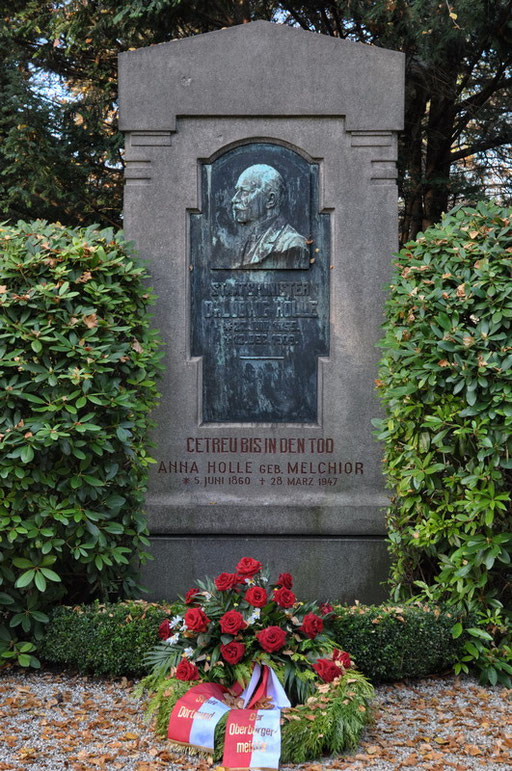 Ostfriedhof Dortmund, Staatsminister Dr. Ludwig Holle (1855 - 1909)