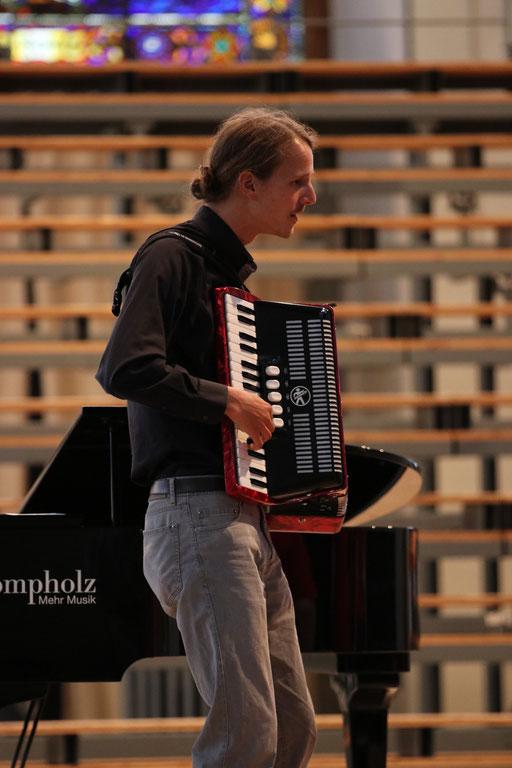 Begleitung Kinderchor, Akkordeon: Simon Alder
