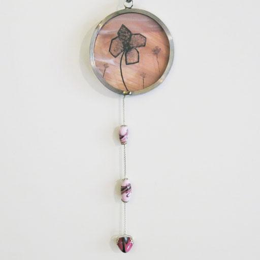 Sun catcher peint à la grisaille (diam. 8 cm) et perles de verre au chalumeau