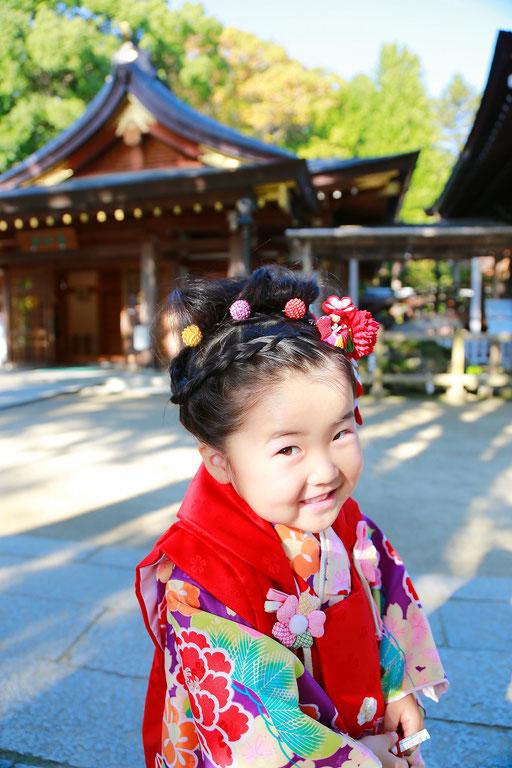 かわいい表情の七五三三歳女の子