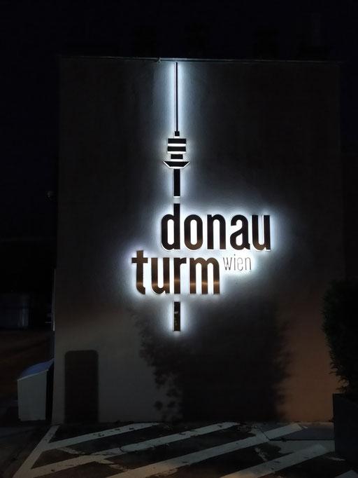 auf der donauinsel österreich's höchstes gebäude