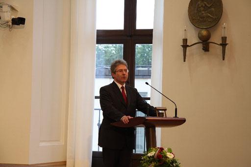 Die Eröffnung durch den Stiftungsvorstand Hanspeter Beißer