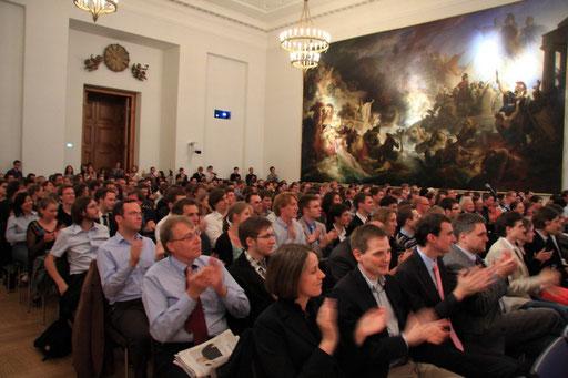 Die Zuhörerschaft im Senatssaal