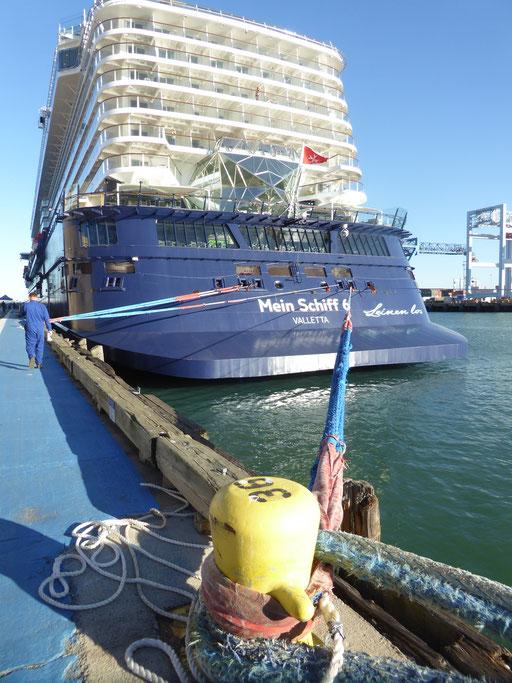 Bild: Mein Schiff 6 - am Poller